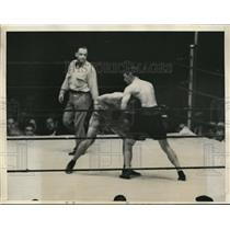 1933 Press Photo Loughran versus Hamas in 6th round of boxing bout - nes42020