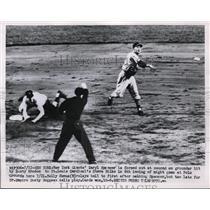 1953 Press Photo Giants Saryl Spencer out at 2nd vs Cardinal Steve Bilko