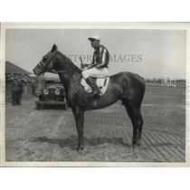 1932 Press Photo Jockey Richards on Eisenberg won at Jamaica NY track