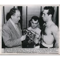 1951 Press Photo Paddy DeMarco, Eddie Giosa weigh in with Joseph Alperin in NY