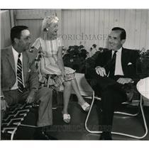 1958 Press Photo Edward Murrow with Mr. and Mrs. Thomas Stoddard - orx02714