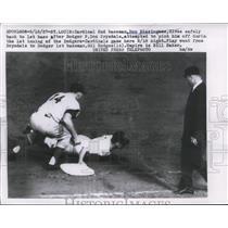 1957 Press Photo Cardinal Don Blasingame safe at 1st vs Dodger Gil Hodges