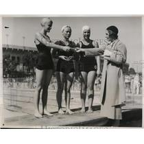 1933 Press Photo Mary Ann Hawkins, Grace Long, Barbara Baldinger swimmers