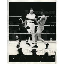 1935 Press Photo Pat Floyd vs James Howell at Golden Gloves in NYC - nes41540