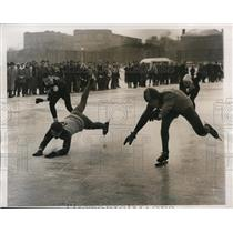 1950 Press Photo Kent Krumm at 440 yard speed skate at Chicago Illinois