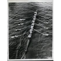 1935 Press Photo Cambridge crew practice for race vs Oxford in England
