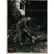 1927 Press Photo Smith Brookhart chopping wood at his home - nex98385