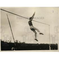 1926 Press Photo Hill of California U in pole vault of 12 feet 11 3/4 inches