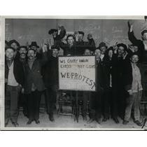 1934 Press Photo Strikers Meeting in Chicago During Railroad Strike of 1920