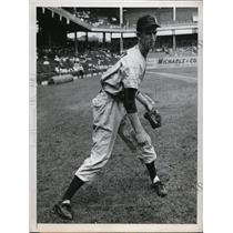 1947 Press Photo Ewell Blackwell of Cinncinati Reds at batting practice