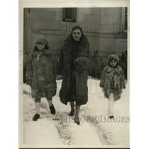1930 Press Photo Chilean Ambassador's Family Enjoy Washington Snowfall