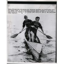 1952 Press Photo Russian canoeists Arechenko & Perevochekov train in Helsinki