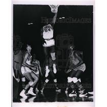 1963 Press Photo Pat Tompkins of Waukegan vs Chicago Carver HS Wm Hornsby