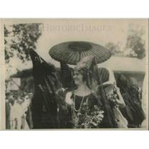 1926 Press Photo Spanish girls in lace dresses at a festival