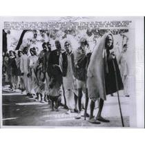 1957 Press Photo Indian Villagers line up in Polling station to vote