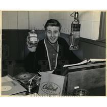 1958 Press Photo Wally King Radio DJ - cvp80831