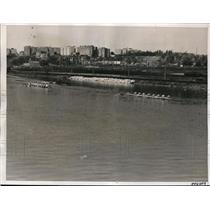 1938 Press Photo Rutgers U varsity crew wins vs Manhattan U varsity crew