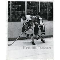 1973 Press Photo Paul Henderson # 19 vs Ed Westfall of NY Islanders - nes45297