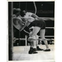 1937 Press Photo Jack Sharkey vs Augusto Bonadii in Golden Gloves in NYC
