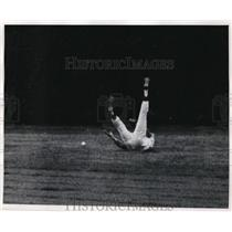 1969 Press Photo Cubs Adolfo Phillips falls catching ball vs Dodgers - nes46067