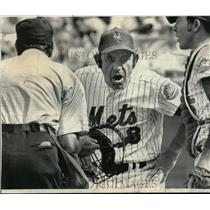 1974 Press Photo Mets manager Yogi Berra, catcher Jerry Grote & ump Nick Cotosi