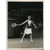 1927 Press Photo E de Alvarez vs Mrs RB Reekitt at Wimbledon Tennis - nes46104