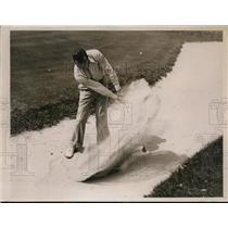1936 Press Photo Knox Young in sand at National Amateur Golf in NY - nes46333