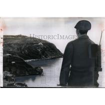 1955 Press Photo Chinese Nationalist soldier at Tachen Island harbor - nem31989