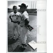 1975 Press Photo Bill Skowron a former Yankee has the ear of Mike Hegan on field