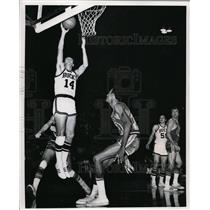 1970 Press Photo Jon McGlocklin lays it up for overtime win for Bucks
