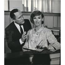 1964 Press Photo Edward Woodword And Cloris Leachman  - orx00274