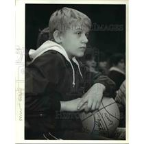 1985 Press Photo Nick Schaub Pictured With Basketball Presented By Trail Blazers
