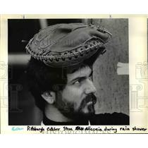 1983 Press Photo Steve Nicosia Pittsburgh Pirates Catcher Wears Mitt On Head