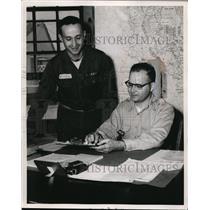 1955 Press Photo Morris Weisman & EG Norwich US Army men