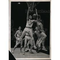 1939 Press Photo LIU's George Newman, Joe Shelly, Irv Torgoff vs Marquett