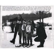 1963 Press Photo Joe Malina, Dave Carto & kids Alexandra Malina, Duffy Carto ski