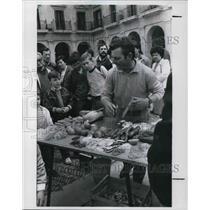 1985 Press Photo The flea market at the Victoria's main square in Spain