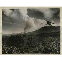 Press Photo Santa Maria Volcano in Guatemala erupted in November third.
