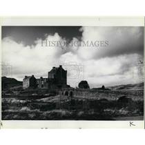 Press Photo Eilean Donan Castle on Loch Buich in Scottish Highlands - cva22117