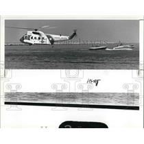 1987 Press Photo Coast Guard helicopter begins simulated rescue of crash victim