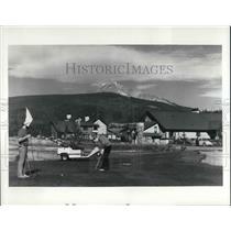 1980 Press Photo Golfers on the Arnold Palmer golf course in Bozeman Montana