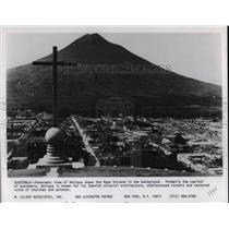 1980 Press Photo Panoramic View of Antigua athe Agua Volcano in Guatemala