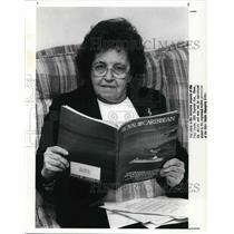 1989 Press Photo Aileen Hnat, traveler - cva19386