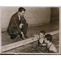1936 Press Photo Yale swim team trainer Duke Wyre, John Magionis, Norris Hoyt