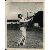 1930 Press Photo Golfer Denny Shute on a course practices a shot - nes48593