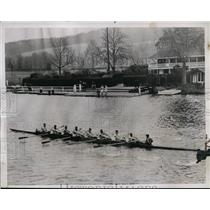 1935 Press Photo Oxford varsity crew on Thames river at Henley - nes48506