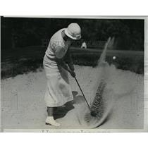 1933 Press Photo Maureen Orcutt in sand at National Women's golf at Exmoor in Il