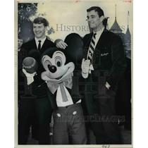 1964 Press Photo The Michigan football players with Mickey Mouse  - nee24957