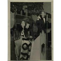 1938 Press Photo Milton T Holden New York Socialite turms auctioneer - nee89890