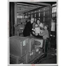 1960 Press Photo William Altman John Patriarea John Vosicka loads books on truck